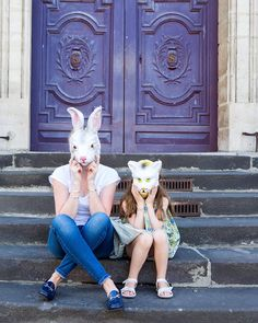 Mother and daughter, Paris - Copyright Carla Coulson… Reminds me of Breakfast at Tiffany's.