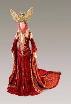 Costume designed by Gabriella Pescucci for Monica Bellucci in The Brothers Grimm (2005)  From Tirelli Costumi