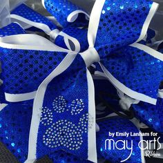 Emily here today to share a great tutorial on how to make cheer bows! These are the in thing now. The bigger the bow, the better! My da Diy Bow, Diy Ribbon, Ribbon Bows, Ribbons, Ribbon Flower, Ribbon Hair, Ribbon Crafts, Fabric Flowers, Cute Cheer Bows