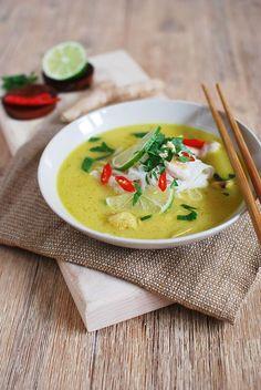 FoodLover: Kuřecí polévka s nádechem Thajska Some Recipe, Soup And Salad, Pesto, Thai Red Curry, Salads, Food And Drink, Appetizers, Lunch, Dining