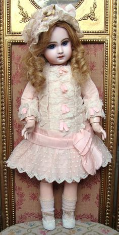 Nice antique dress and hat for french or german bebe.