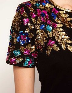 Enlarge Lashes Of London Body-Conscious Dress with Embellished Shoulder Tambour Embroidery, Couture Embroidery, Embroidery Fashion, Hand Embroidery, Embroidery Designs, Trend Fashion, Fashion Beauty, Fashion Outfits, Diy Beauty