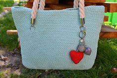 Napríklad takéto bavlnené. Taška má rozmery, aby sa do nej zmestili dokumenty rozmerov veľkého zošita Straw Bag, Tote Bag, Bags, Handbags, Totes, Bag, Tote Bags, Hand Bags