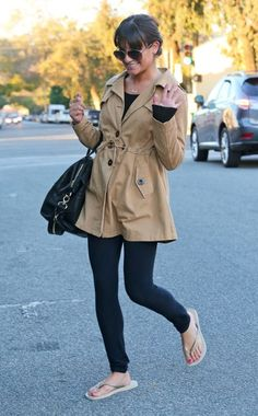 After a trip to the nail salon, Lea Michele waves and flashes a smile! She looks great in these awesome aviators!
