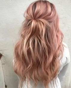 35 Charming Rose Gold Hair Colors - Page 2 of 35 - LoveIn Home - 35 Charming Rose Gold Hair Colors Rose gold hair,hair colors,hairstyle ideas. Gold Hair Colors, Hair Color Pink, Cool Hair Color, Spring Hair Colors, Cute Hair Colors, Purple Hair, Spring Hairstyles, Pretty Hairstyles, Hairstyle Ideas