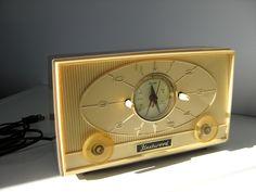 Vintage Clock Radio, 1950s Fleetwood.