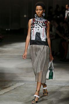 Prada Spring 2016 Ready-to-Wear Collection Photos - Vogue