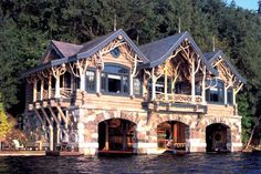 Awesome ... LOG HOME BOAT HOUSE on the LAKE. https://mapleisland.com/gallery/special_projects/galleryId=22/fileId=351/