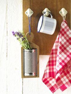 Natürliche Eleganz, schlichte Farbgebung und ein wenig Spitzen-Dekor - das ist der perfekte Stil für eine schöne Wohnküche.