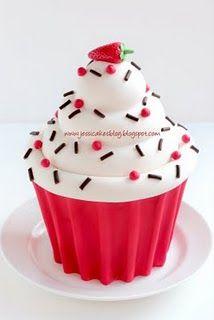 Jessicakes: Giant Cupcake Tutorial {how to make a Giant Cupcake with out a cupcake mold} Mais Giant Cupcake Cakes, Large Cupcake, Cupcake Mold, Cupcake Party, Birthday Cupcakes, Cupcake Ideas, Ladybug Cupcakes, Kitty Cupcakes, Snowman Cupcakes