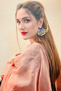 Stylish Dresses For Girls, Stylish Girls Photos, Wedding Dresses For Girls, Stylish Girl Pic, Pakistani Girls Pic, Asian Wedding Dress Pakistani, Fancy Dress Design, Stylish Dress Designs, Beautiful Girl Indian