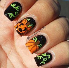 Pin for Later: 101 schaurig-schöne Halloween Nageldesigns Halloween Manikür-Ideen Quelle: Instagram user marshinis.nails