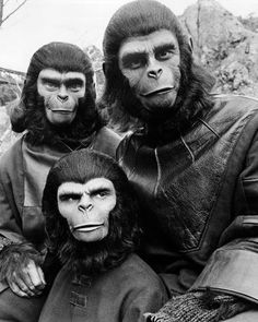 Original Planet of the Apes - scared of them back in the day Planet of the Apes! Still love the old movies and the new ones too! How wild is it that they're still making movies based on this one. Photo Vintage, Vintage Tv, Classic Tv, Classic Movies, Old Movies, Great Movies, Science Fiction, Mejores Series Tv, Robert Kennedy