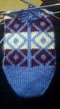 Fair Isle Knitting, Knitting Socks, Knitted Hats, Baby Knitting Patterns, Stitch Patterns, Eminem, Slippers, Beanie, Crochet