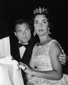 Elizabeth Taylor, Barbra Streisand, Cher, and More: A Look Back at the Original Golden Globes Party Pack Scarlett O'hara, Louisa May Alcott, Golden Globes After Party, Golden Globe Award, Grand National, Jane Eyre, Old Hollywood Actresses, In Hollywood, Elizabeth Taylor Style