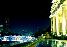 a night in a pool - The Fullerton Hotel Singapore *photo by afs