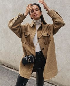 cozy neutrals outfits via in an oversized jacket Vest Outfits, Basic Outfits, Trendy Outfits, Fashion Outfits, Shirtdress Outfit, Western Outfits, Fall Winter Outfits, Autumn Winter Fashion, Oversized Shirt Outfit