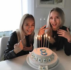 Lisa and Lena make a cake because they have 8 million followers on instagram♡