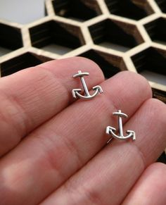 I would gleefully wear these anchor earrings long, long after Labor Day wrapped up.
