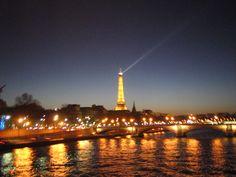 El Sena y la Torre Eiffel, allá en París, DIC 2007. Fotografía por Walter Ávila