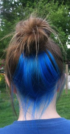 128 crazy fun hair color ideas for brunettes that really rock your hair - page 6 Hair Color Streaks, Hair Dye Colors, Hidden Hair Color, Cool Hair Color, Hair Color Underneath, Under Hair Color, Peekaboo Hair Colors, Blue Peekaboo Highlights, Underdye Hair