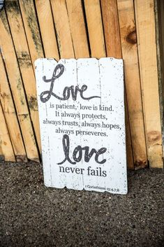 Gedichten over liefde in een mooi lettertype Love Never Fails, Love Is Patient, Festival Fashion, Festivals, Wedding Styles, Smoothie, Smoothies, Concerts, Festival Party