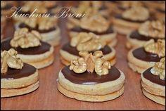 ciasteczka orzechowe Polish Desserts, Polish Recipes, Baking Recipes, Cookie Recipes, Polish Cookies, Pumpkin Cheesecake, Cupcake Cookies, Cookie Bars, Christmas Baking