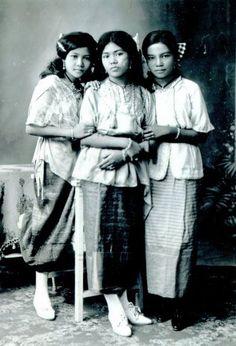 1910 - Siamese beauties of Bangkok....  via : Siam, Thailand & Bangkok Old Photo Thread - Page 187 - TeakDoor.com - The Thailand Forum