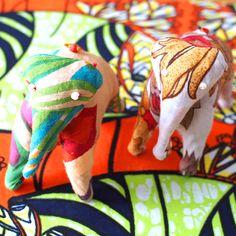 インド 象のぬいぐるみ(2色) - カラフルなアジアン雑貨 笑福Lotus(ワラフクロータス) | エスニック | ベトナム雑貨 | アフリカ雑貨 | 通販