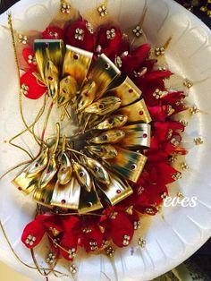 Wedding Hair Flowers, Bridal Flowers, Flowers In Hair, Flower Hair Accessories, Wedding Hair Accessories, Floral Designs, Blouse Designs, Indian Bridal Hairstyles, Hair Decorations