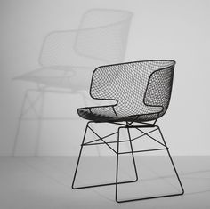 Arkys chair designed by Jean Marie Massaud. In small spaces, this chair visually doesn't consume space while provides the perfect proportions and curves for comfort. Chaise Chair, Armchair, Furniture Inspiration, Interior Inspiration, Home Furniture, Furniture Design, Wire Chair, Interior Styling, Interior Design