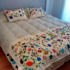 Boho Style Furniture And Home Decor Ideas – Vintage Decor Mexican Embroidery, Crewel Embroidery, Hand Embroidery Patterns, Bed Cover Design, Designer Bed Sheets, Embroidered Cushions, Bed Covers, Bed Spreads, Decoration