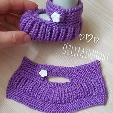 Knit Slippers Free Pattern, Baby Shoes Pattern, Knitted Slippers, Knitted Gloves, Crochet Sandals, Crochet Baby Shoes, Knit Crochet, Crochet Hats, Beginner Knitting Patterns