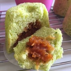 A soft pandan flavoured spongecake filled with palm sugar shredded coconut. A snack I always wanted to have more during my childhood :) Yiel...