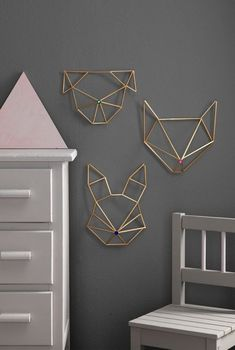 Himmeli DIY wall ornament in golden brass straw rabbit form Modern Wall Decor, Diy Wall Decor, Diy Crafts Room Decor, Funky Decor, Decor Room, Home Decor, Himmeli Diy, Corner Deco, Diy Wanddekorationen