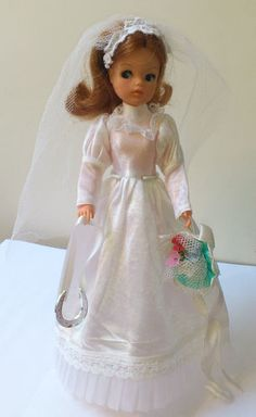 1974-75 Vintage Sindy  Wedding Gown/Veil w/original bouquet