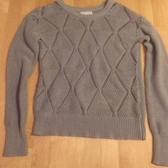 40% OFF SALE Perfect Pretty Gray Sweater❄️ Perfect condition! Worn twice very pretty & perfect for this winter season!!❄️☕️ Sweaters
