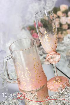 Blush pink & gold wedding champagne glasses and beer от DiAmoreDS…
