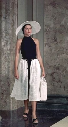 Ideas vintage fashion women hollywood glamour grace kelly for 2019 Grace Kelly Style, Princess Grace Kelly, Grace Kelly Fashion, 1950s Fashion, Vintage Fashion, Actresses With Black Hair, Pin Up Retro, Camille Gottlieb, Patricia Kelly