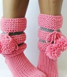 Easy Crochet Hat, Crochet Ripple, Knit Crochet, Knitting Socks, Hand Knitting, Diy Crafts Knitting, Baby Shoes Pattern, Crochet Sandals, Knit Boots