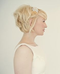 Layered Short Wedding Haircut - Simple Messy Wedding Hairstyle for Short Hair Short Hair With Bangs, Short Hair Cuts For Women, Short Hairstyles For Women, Hairstyles With Bangs, Pretty Hairstyles, Wedding Hairstyles, Hairstyle Ideas, Short Haircuts, Messy Hairstyle