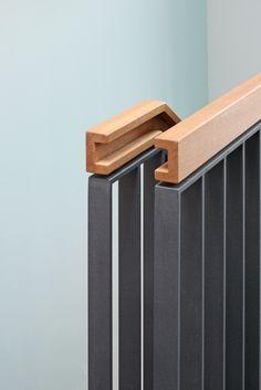 Detail Handlauf – Wohnen an St. Interior Stair Railing, Modern Stair Railing, Balcony Railing Design, Modern Stairs, Hand Railing, Wood Handrail, Staircase Handrail, Staircase Design, Staircases