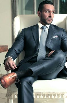 Damn, that's a sexy suit and tie Sharp Dressed Man, Well Dressed Men, Mens Fashion Suits, Mens Suits, Khaki Suits, Men's Fashion, Blue Suits, Tight Suit, Outfits