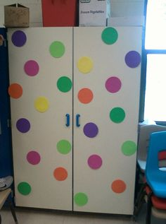 Clutter-Free classroom: polka dots and spots themed classrooms classroom organisation, classroom displays Classroom Decor Themes, Classroom Organisation, Classroom Setting, Classroom Design, Classroom Displays, Future Classroom, School Classroom, Classroom Ideas, Classroom Management