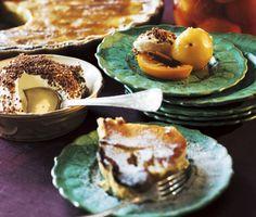 Päronpaj med mandel och honung är fantastiskt gott och blir en suverän avslutning på middagen. Till efterätten serverar du vispad grädde med riven choklad.