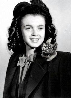 Norma Jeane, Marilyn Monroe ~ 1944 - http://dunway.us                                                                                                                                                      Más