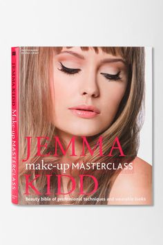 Kidd Make-up Masterclass By Jemma Kidd great book for makeup artists or those wanting to learn more about makeup techniques and proper application.great book for makeup artists or those wanting to learn more about makeup techniques and proper application. Jessica Alba Makeup, Urban Outfitters, Beauty Bible, Makeup Books, Love Makeup, Makeup Style, Makeup Kit, Makes You Beautiful, Makeup Techniques