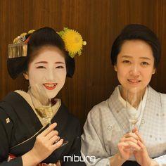 Geiko Katsuya and maiko Katsuna having a glass of champagne (source).