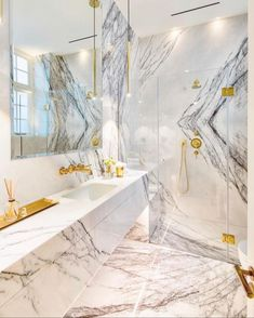 Mount Street Apartment - Violetta Marble with gold taps, pen. Wetherell Mount Street Apartment - Violetta Marble with gold taps, pen. Black Marble Bathroom, Marble Bathroom Accessories, Contemporary Bathroom Designs, Bathroom Design Luxury, Dream Bathrooms, Beautiful Bathrooms, Luxury Bathrooms, Casa Loft, Home Remodeling