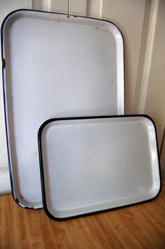 Want want want to add to my collection!  Enamelware Trays.                       ****